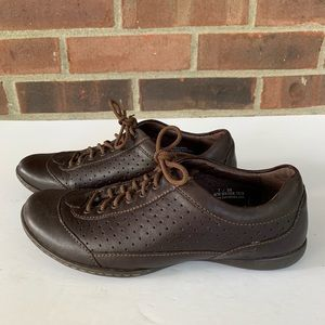 Like new Born brown leather sneakers